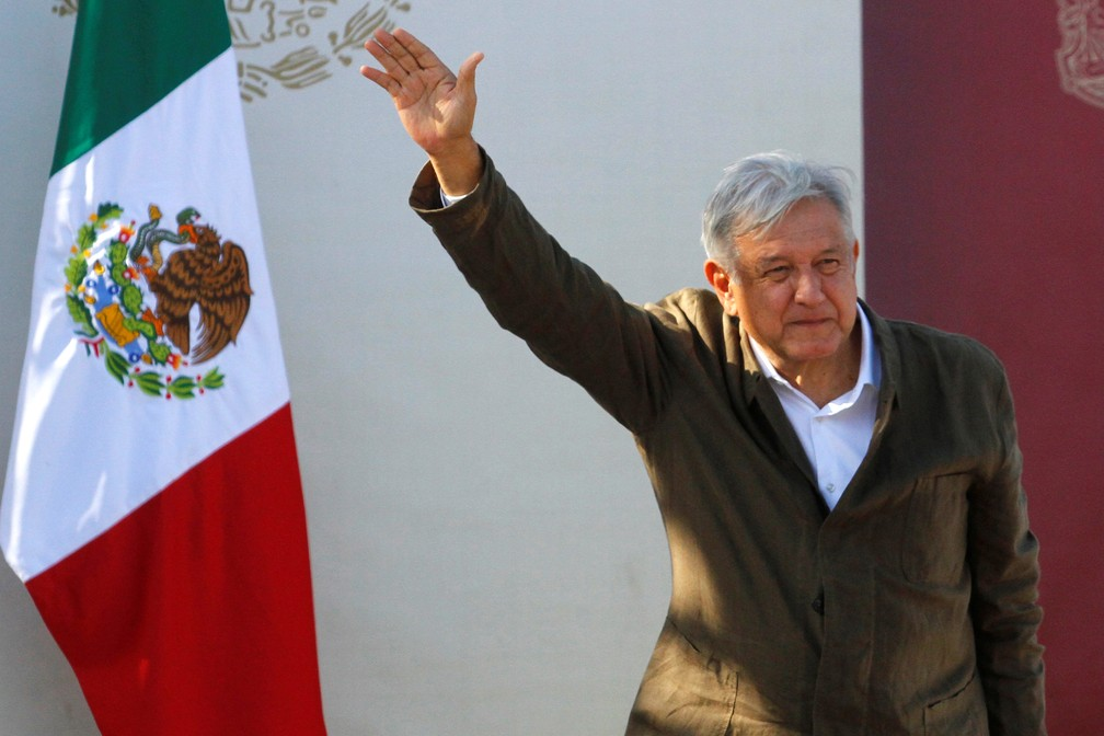 López Obrador durante ato em Tijuana, neste sábado (8) — Foto: Jorge Duenes/Reuters