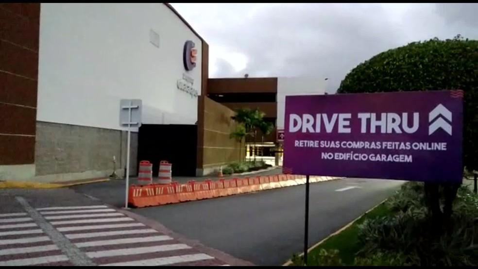 Local para retirada de compras no Shopping Tacaruna, em Jaboatão dos Guararapes, no Grande Recife — Foto: Reprodução/TV Globo