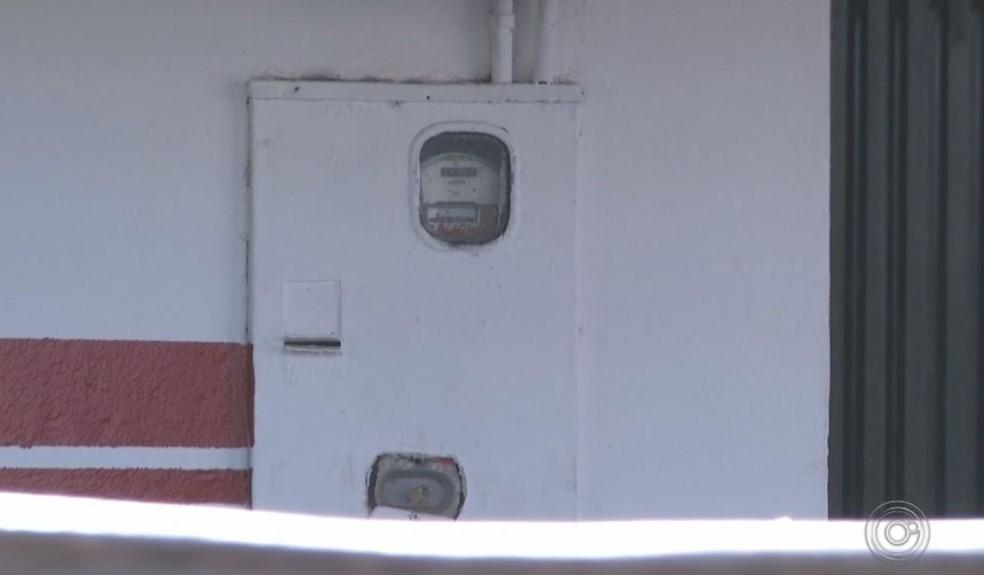Lacres de medidores foram adulterados em Ourinhos  — Foto: TV TEM / Reprodução