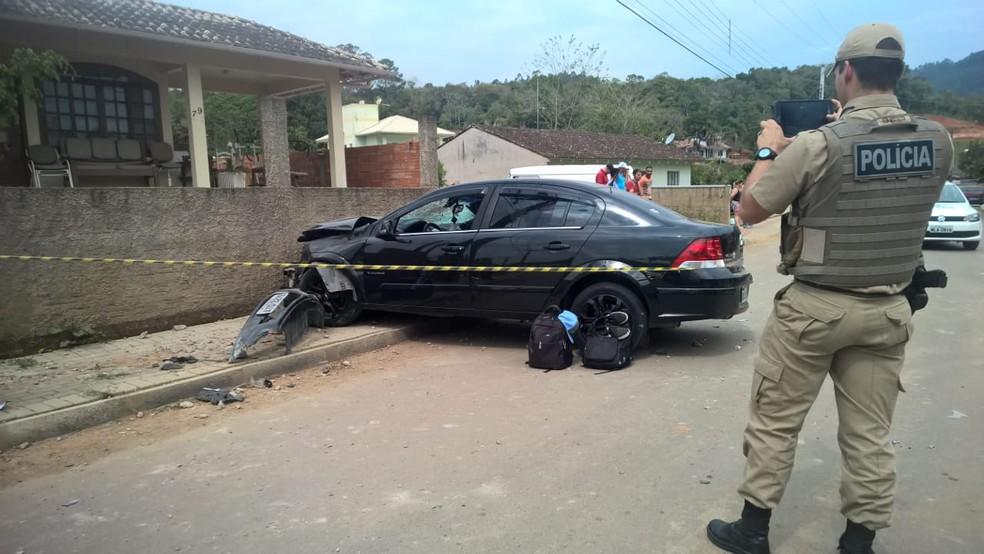 Motorista fugiu após bater em muro, mas foi localizado pela polícia (Foto: Marcos Fernandes/Arquivo Pessoal)