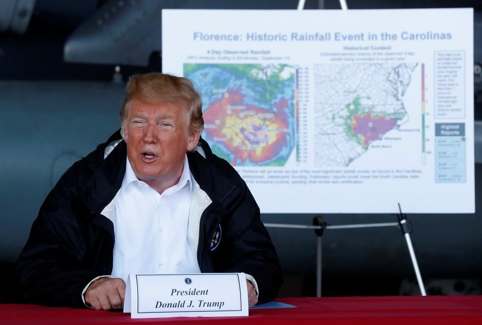 Donald Trump fala nesta quarta-feira (19) sobre estragos causados pelo furacão Florence em base da Marinha na Carolina do Norte — Foto: Kevin Lamarque/Reuters