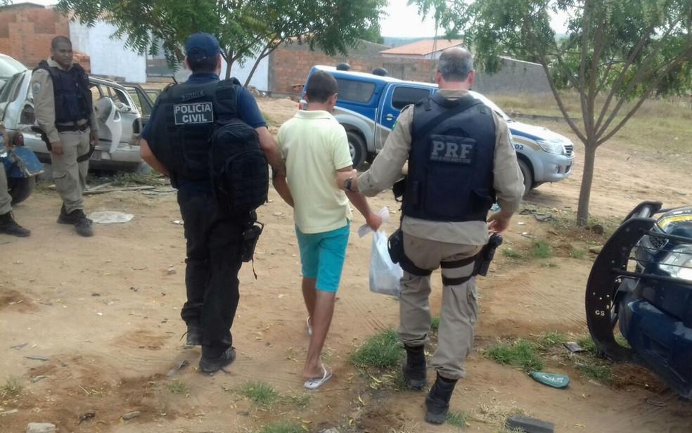 Suspeitos de integrar facção criminosa são presos e mais de R$ 1 milhão é apreendido na Bahia (Foto: Divulgação/PRF)