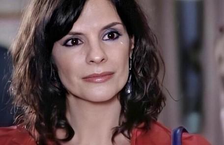 Na segunda-feira (7), Chiara (Helena Ranaldi) vai morrer no táxi de Vilma (Arlete Salles) Reprodução