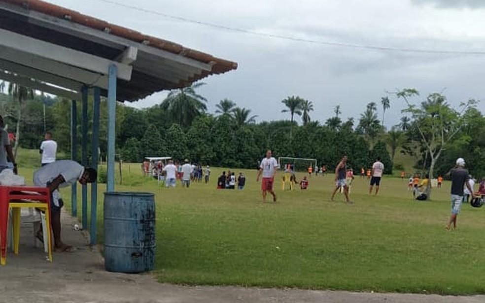 Jogo em campo de Muniz Ferreira foi encerrado pela polícia, neste sábado — Foto: Divulgação/SSP-BA