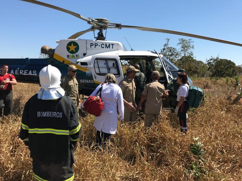 Jovem foi socorrido com o apoio do helicóptero  (Foto: Corpo de Bombeiros-MT/ Assessoria)
