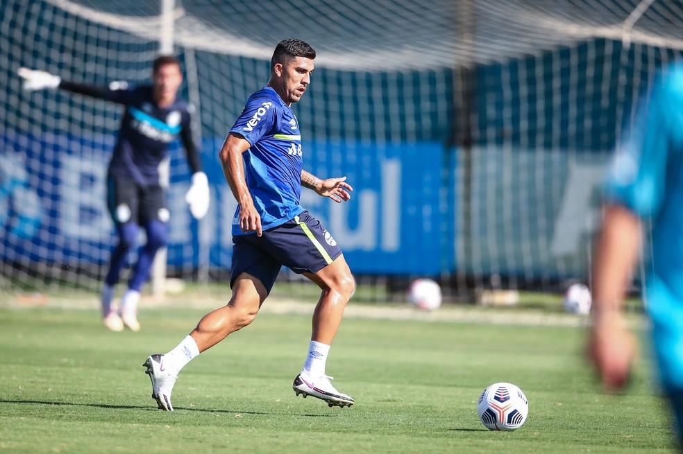 Pinares no treino do Grêmio na segunda-feira — Foto: Lucas Uebel / Grêmio FBPA