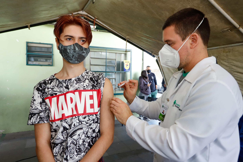 Cosems orienta que cidades do RS mantenham vacinação de adolescentes contra Covid