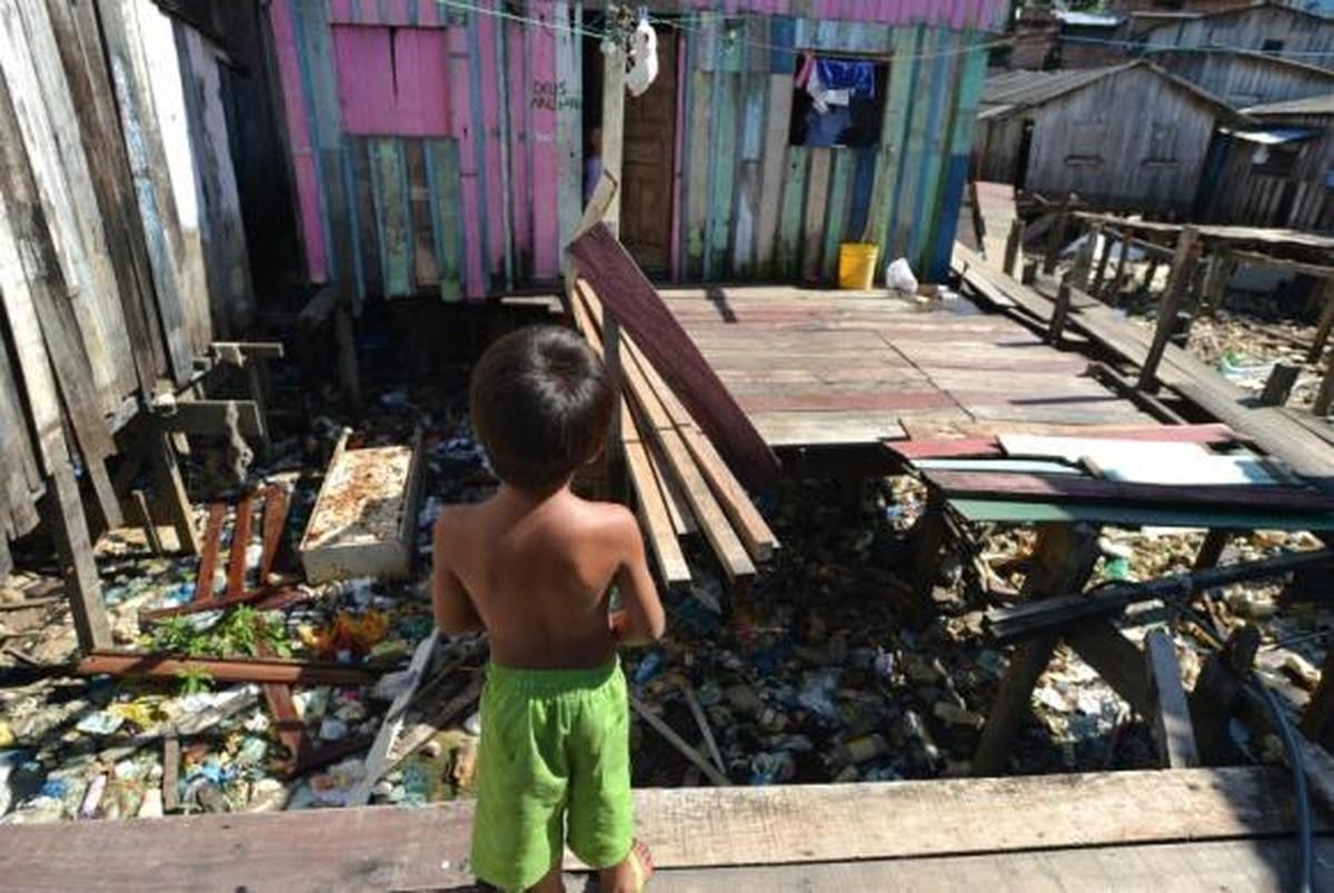 IBGE: Dos 13,5 milhões vivendo em extrema pobreza, 75% são pretos ou pardos - Valor Econômico