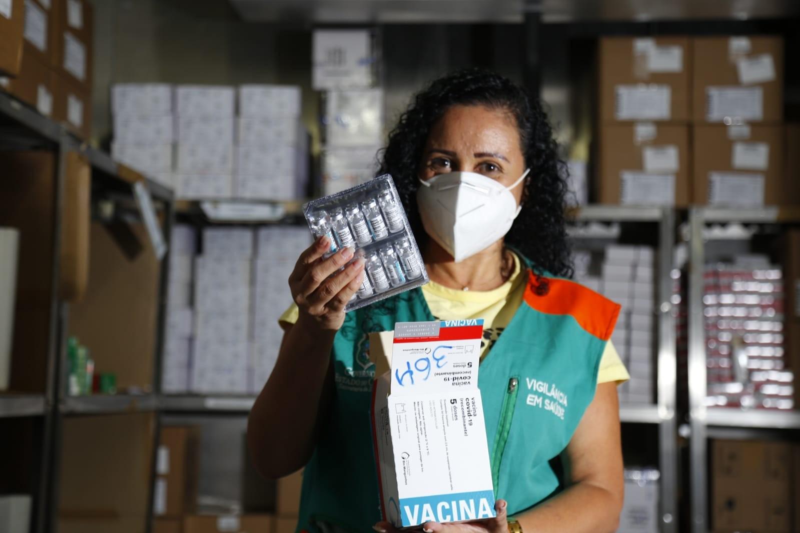 Ceará recebe lote com 41,5 mil doses de Astrazeneca para aplicação de D2
