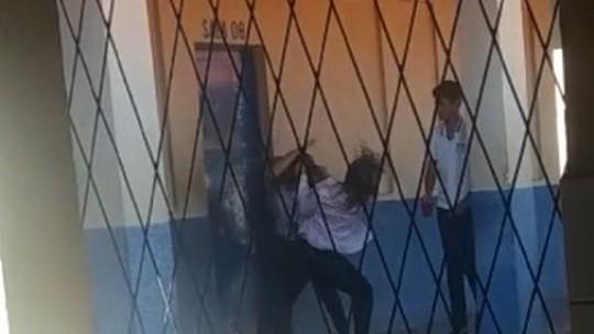 Vídeo: professora é agredida por aluna em Teresina após reclamar sobre uniforme