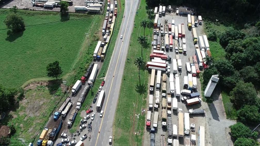 Caminhoneiros seguem com protestos em rodovias do ES (Foto: Secundo Rezende / TV Gazeta)