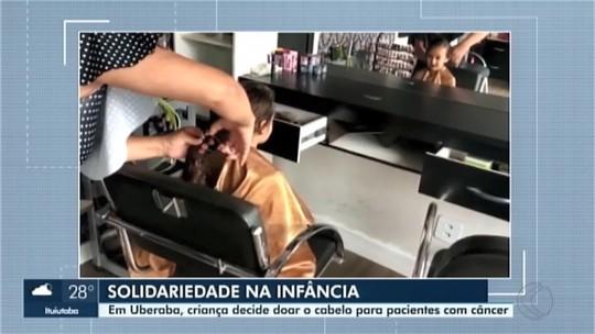 Criança corta o cabelo para ajudar pacientes em tratamento contra o câncer em Uberaba