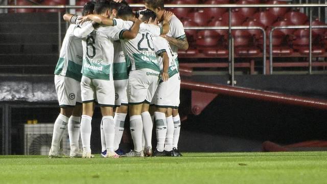 Goiás comemora o gol contra o São Paulo