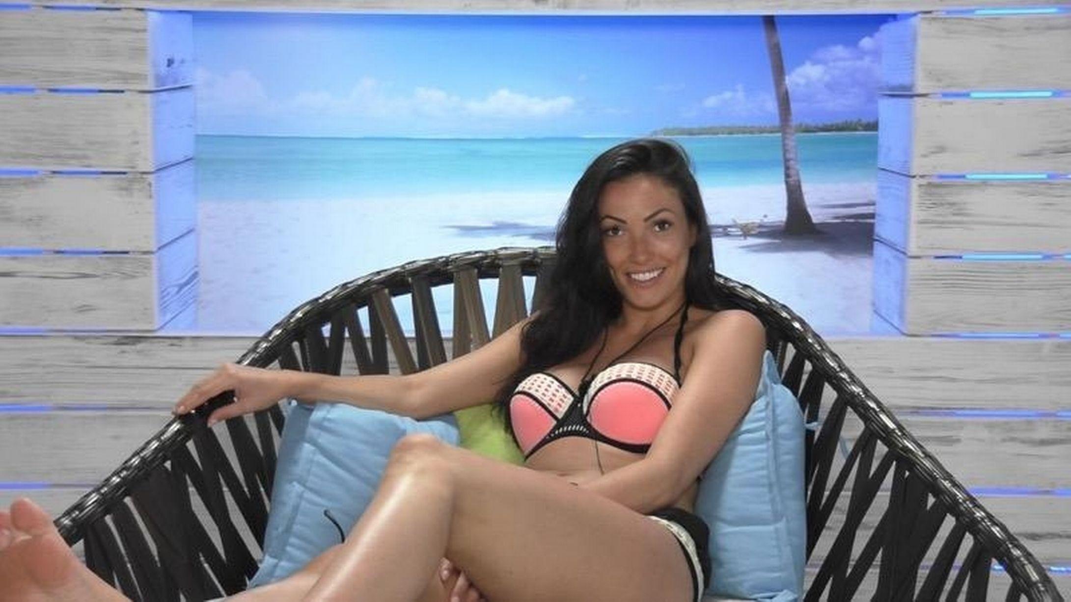 Sophie Gradon no reality show 'Love Island' em 2016 (Foto: Dilvulgação)