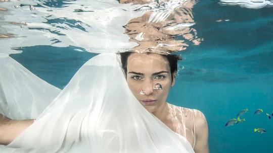 Debaixo d'água! Fernanda Motta mostra bastidores de ensaio para 'Totalmente Demais': 'Desafio'
