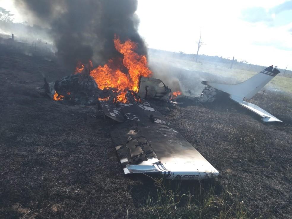 Avião caiu nesta quinta-feira (16) em uma área rural de Alta Floresta D'Oeste.  — Foto: Reprodução/Redes Sociais