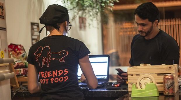 Uniforme da Vegan Heart diz que animais são amigos, não comida (Foto: Divulgação)