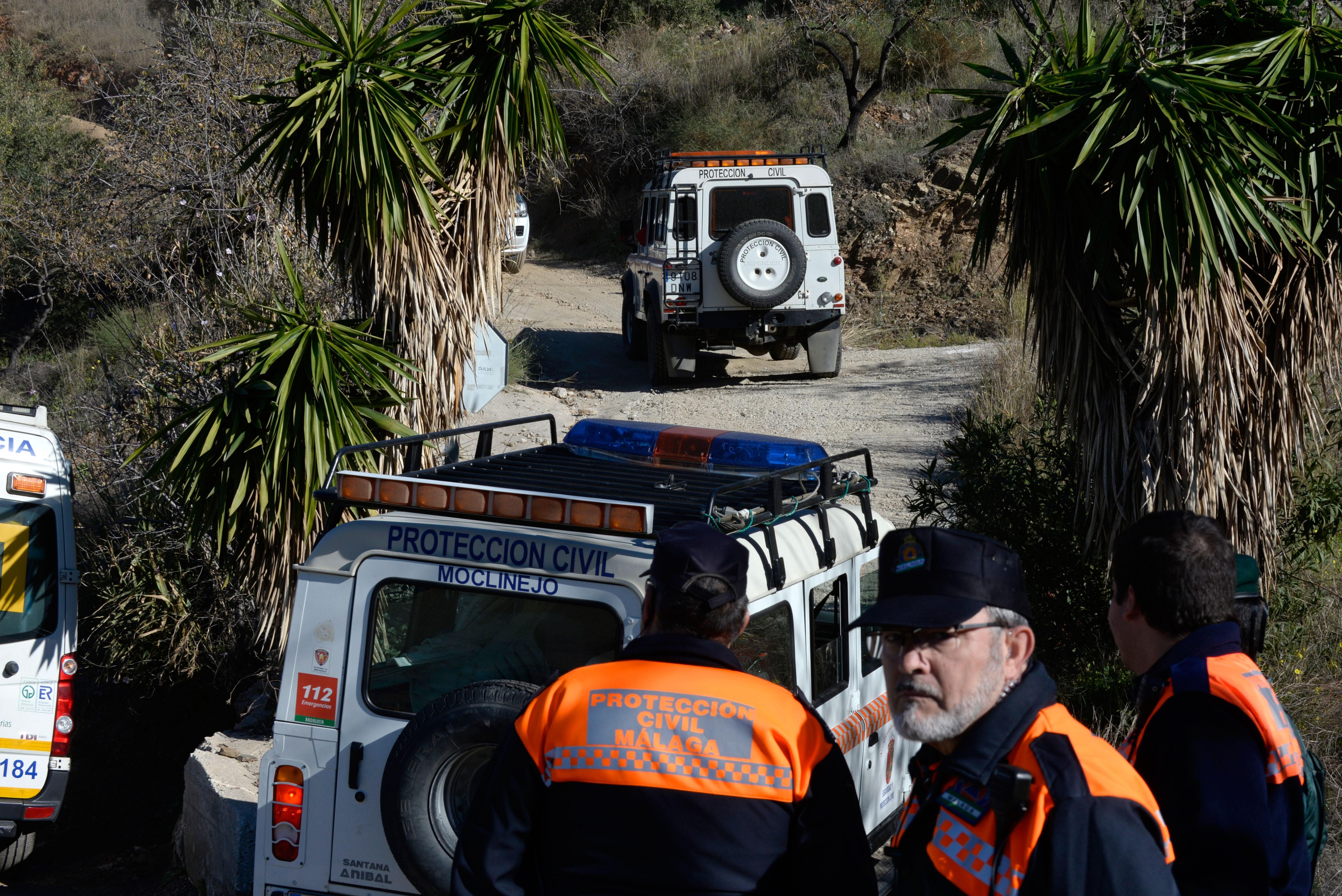 Resgatistas encontram cabelo de criança que caiu em poço na Espanha