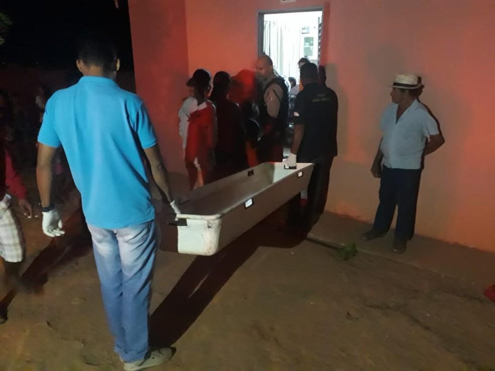 Corpos foram recolhidos pelo IML (Foto: Portal Fatos e Notícias/Divulgação)