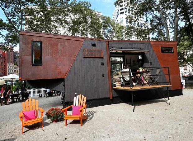 Fachada da casa quando situada em Nova York (Foto: Cindy Ord/ Reprodução)