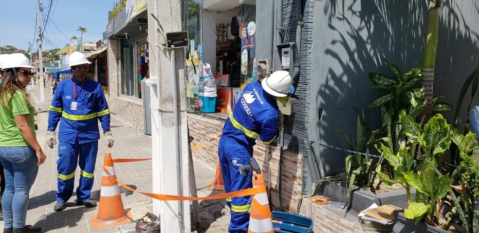 Cosern desativa 'gato de energia' em pousada na orla de Ponta Negra — Foto: Divulgação