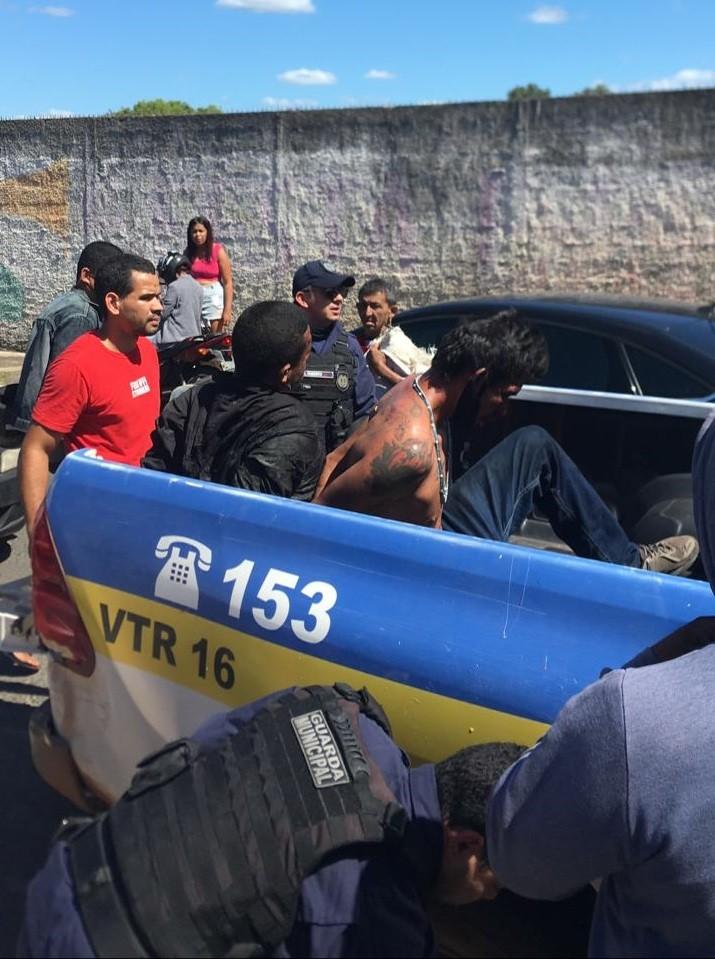 Suspeitos de assaltar com arma de brinquedo sofrem tentativa de linchamento em Teresina