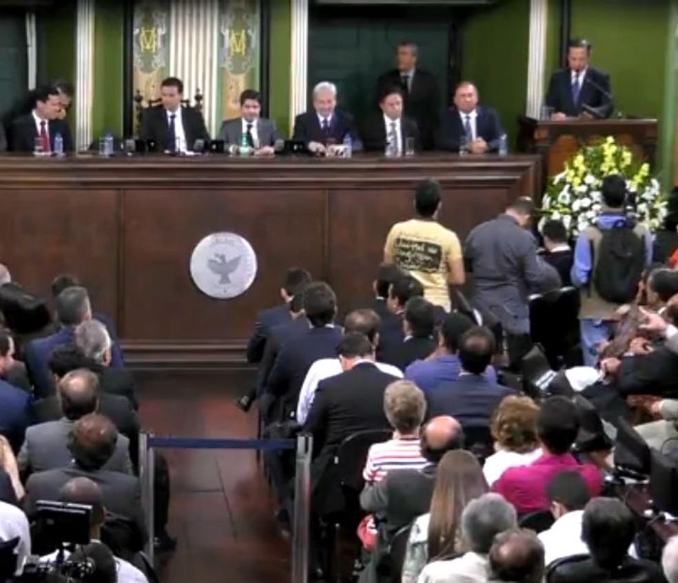 João Doria (no canto superior direito da foto) discursou no plenário da Câmara de Salvador onde recebeutítulo de cidadão soteropolitano. (Foto: Imagem/ TV Câmara)