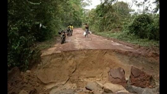 Prefeitura de Marituba começa a fechar cratera na estrada do Cupuaçu