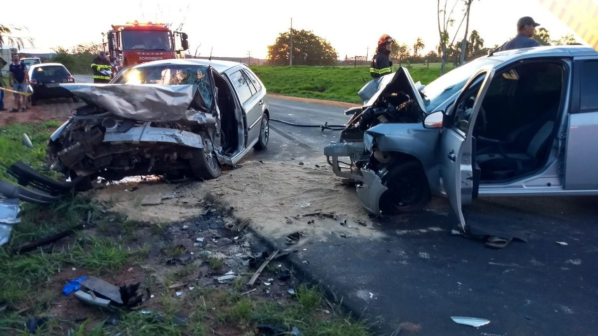 Motoristas morrem após baterem carros de frente em rodovia de Monte Aprazível
