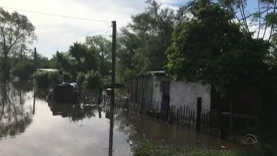 Chuva eleva rios e tira famílias de casa nas regiões da Campanha e Fronteira Oeste do RS