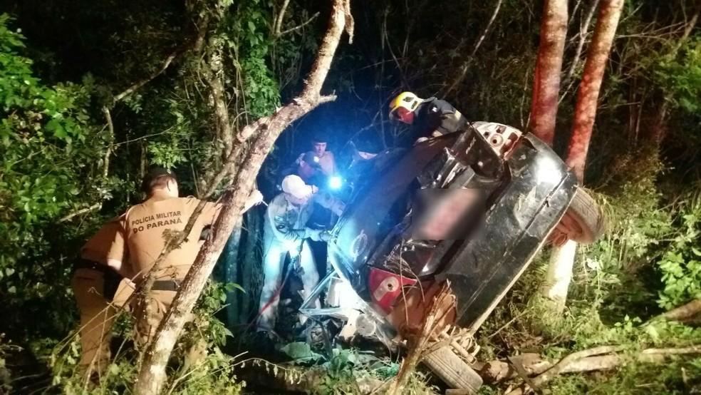 Seis jovens morreram depois de bater de frente com um caminhão na BR-153, em Rebouças — Foto: PRF/ Divulgação