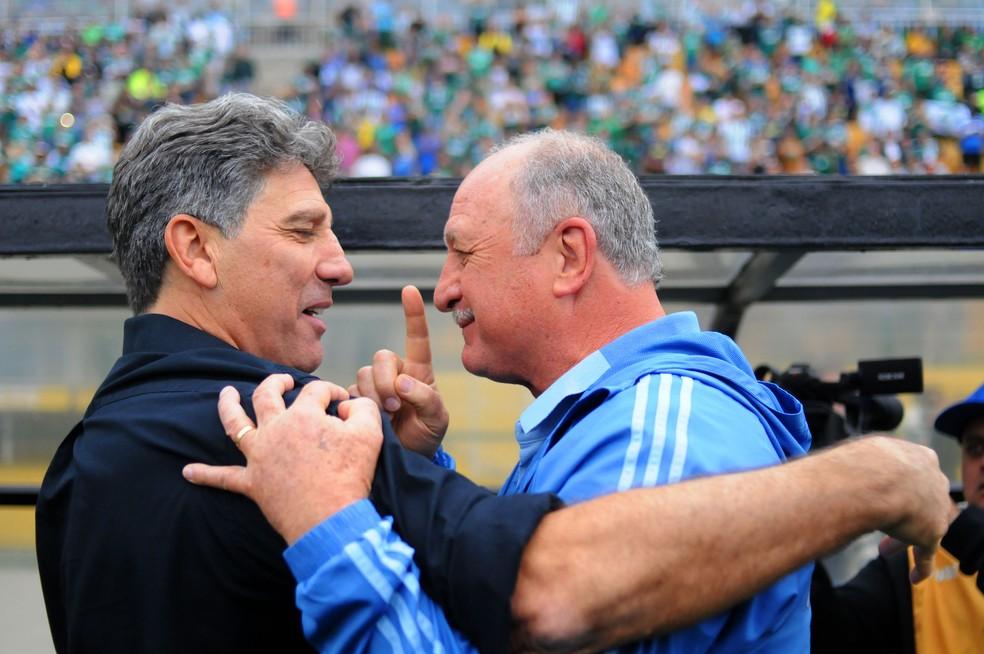 Renato e Felipão conversam antes do jogo no Pacaembu — Foto: Marcos Ribolli