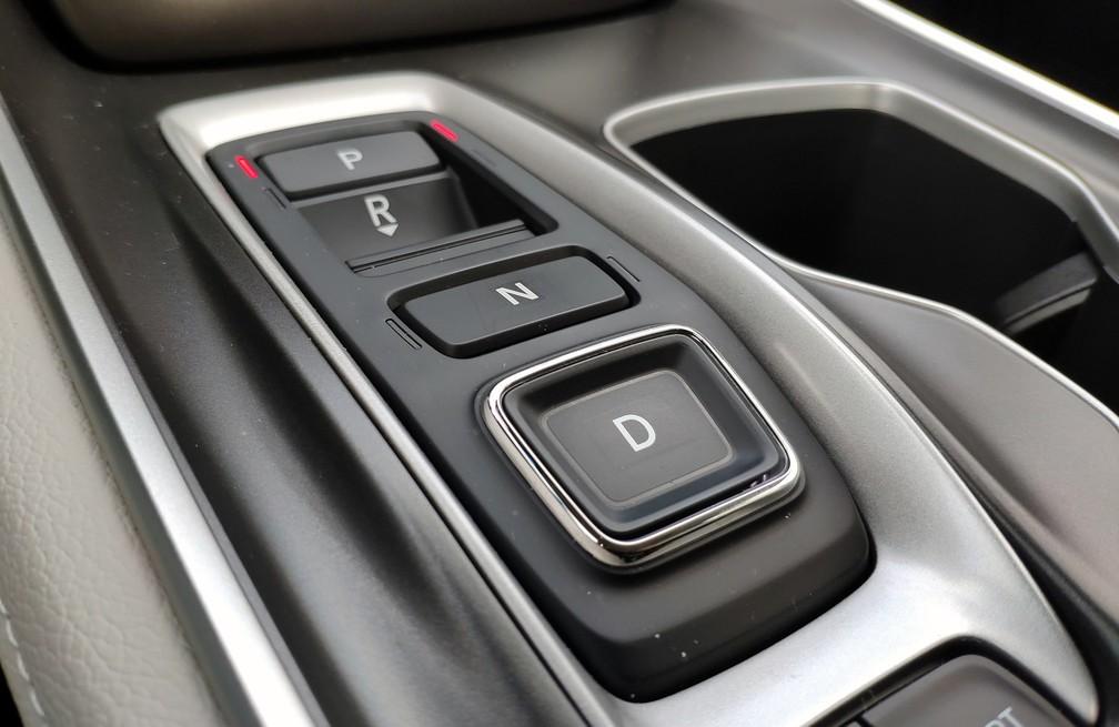 Câmbio automático do Honda Accord tem controle por botões — Foto: André Paixão/G1