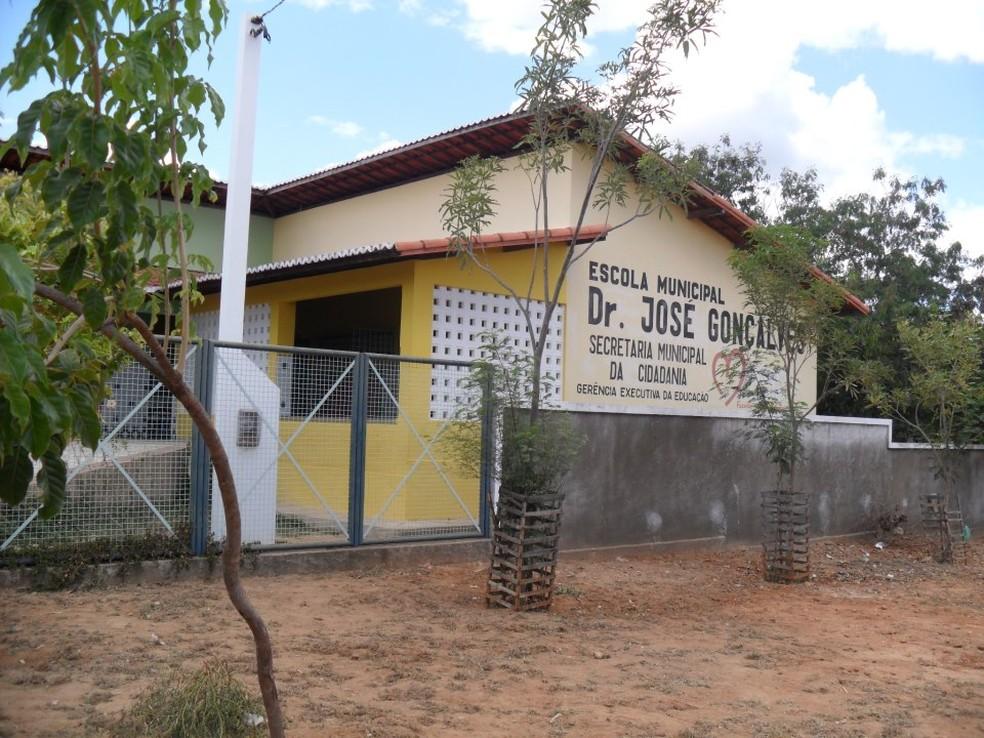 Fachada da Escola Municipal Doutor José Gonçalves  (Foto: Facebook/Reprodução)