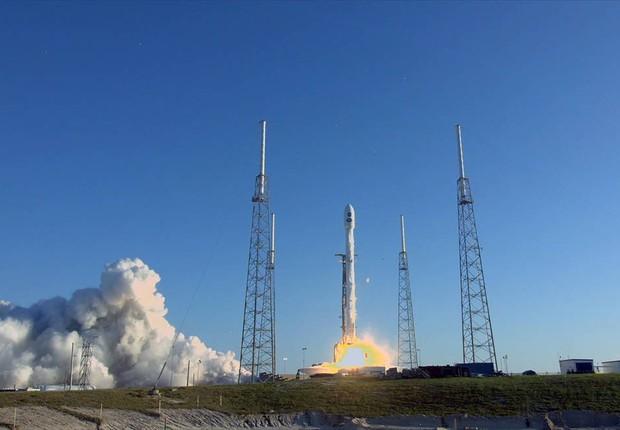 Lançamento feito ontem pela SpaceX (Foto: NASA Television)