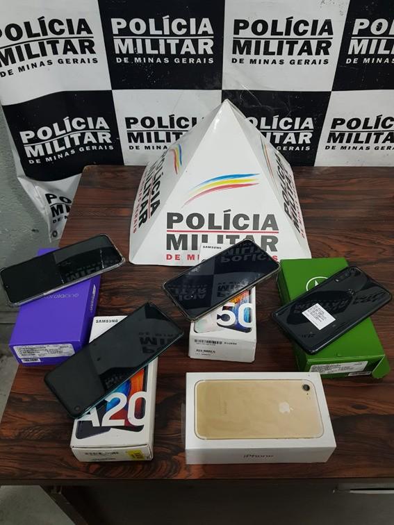 Irmãos são detidos com celulares furtados de transportadora em Divinópolis
