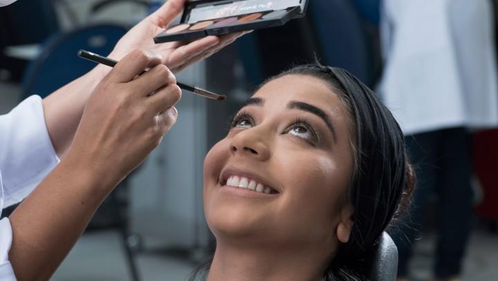 Santos tem oportunidade para curso de maquiagem, assistente de cabeleireiro e jardinagem - Notícias - Plantão Diário