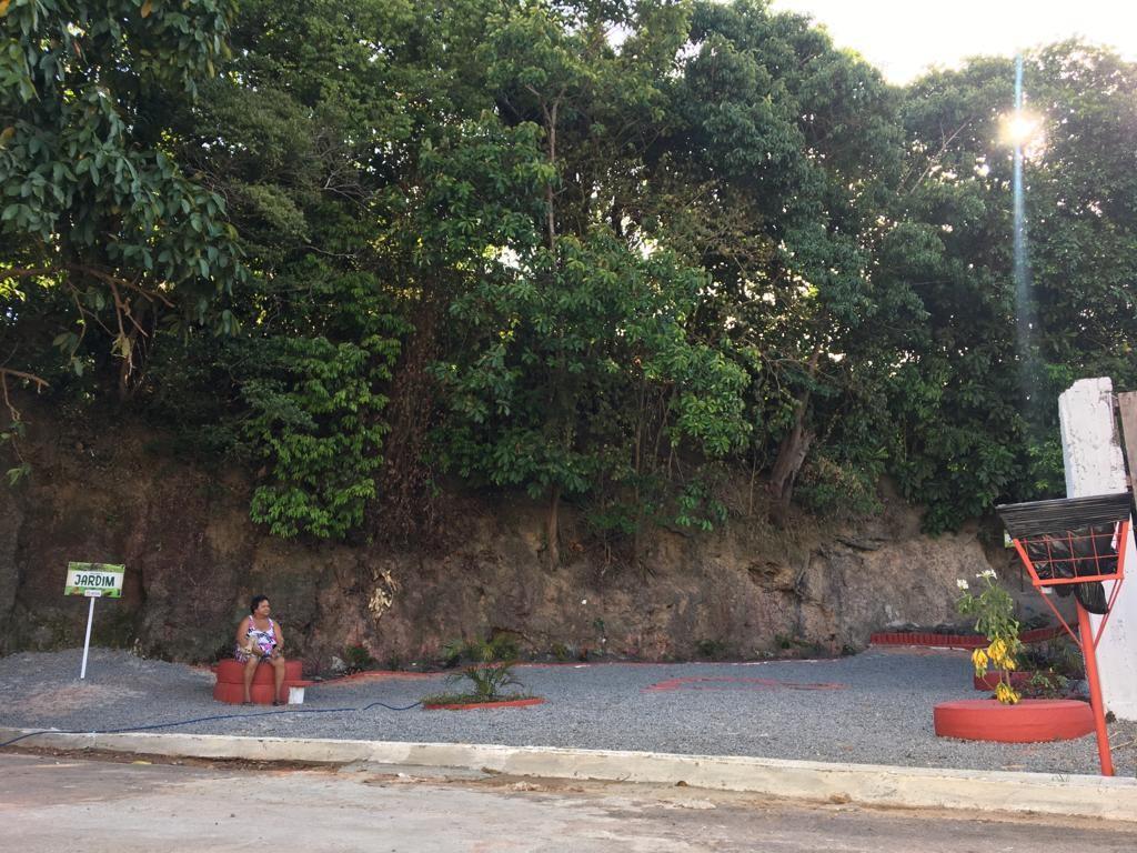 Lixeira é transformada em jardim e área de lazer para moradores da Zona Sul de Macapá - Notícias - Plantão Diário