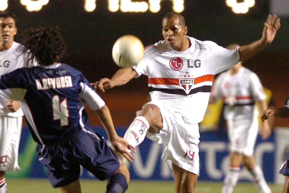 Aloísio Chulapa marcou época com a camisa do São Paulo — Foto: Rubens Chiri/saopaulofc.net