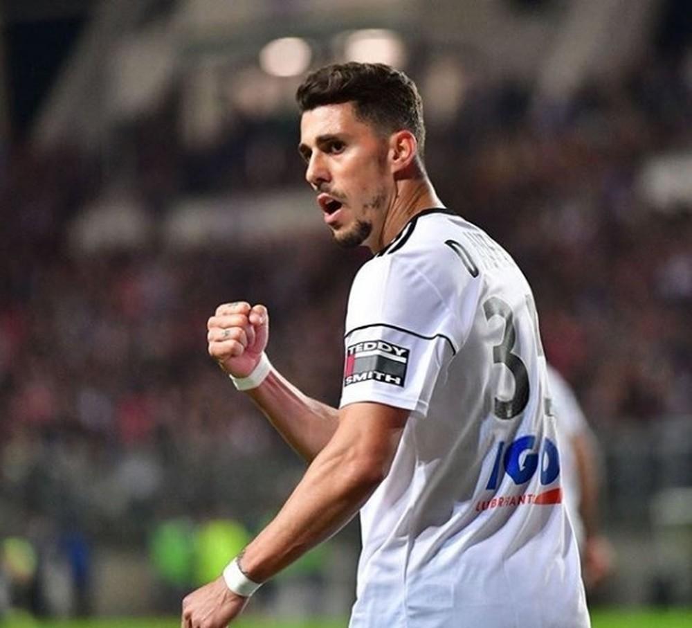 Corinthians tenta novamente trazer Danilo Avelar