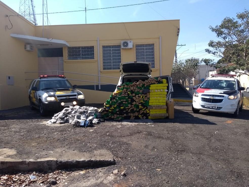 Carga de maconha e skank foi apreendida em Martinópolis (Foto: Cedida/Polícia Militar Rodoviária)