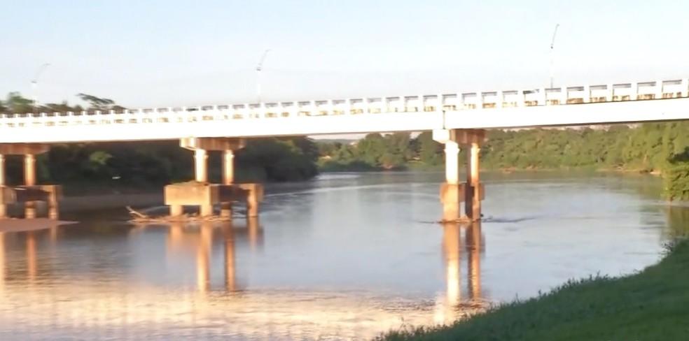 Riacho onde corpo foi encontrado deságua no Rio Vermelho — Foto: TVCA/Reprodução