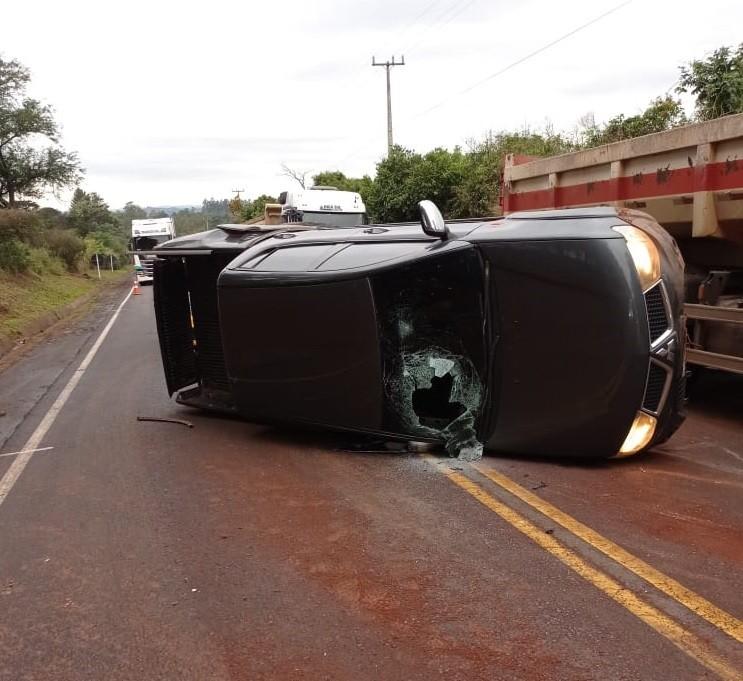 Polícia apreende 950 kg de maconha em camioneta tombada na PR-182