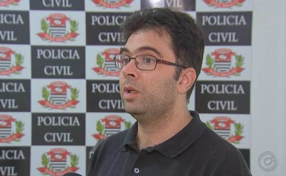 Delegado afirma que material pornográfico era compartilhado pelo suspeito de Dois Córregos (Foto: TV TEM/Reprodução )