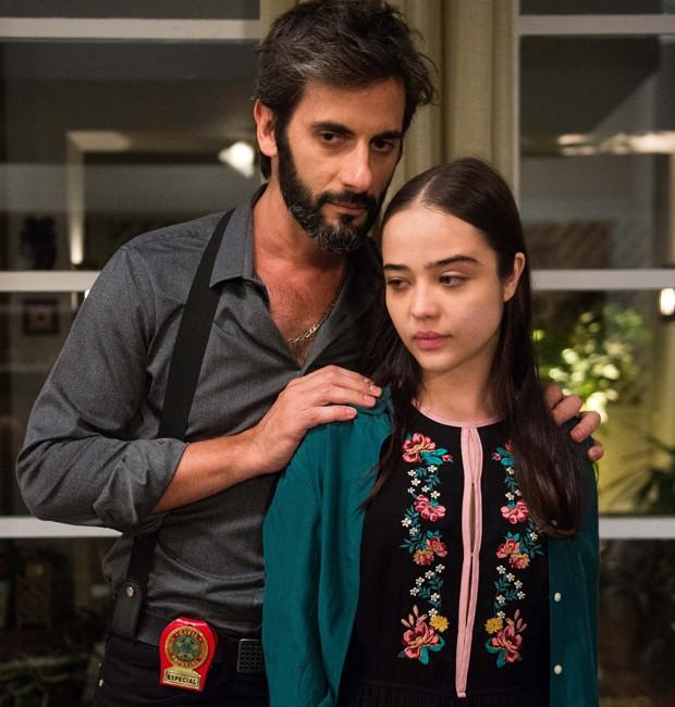Flavio Tolezani e Bella Piero em cena de 'O Outro Lado do Paraíso' (Foto: Divulgação/TV Globo)
