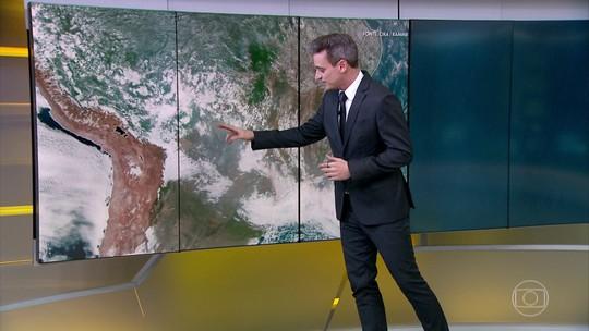 Imagens de satélite mostram o avanço da fumaça de queimadas para o Sudeste