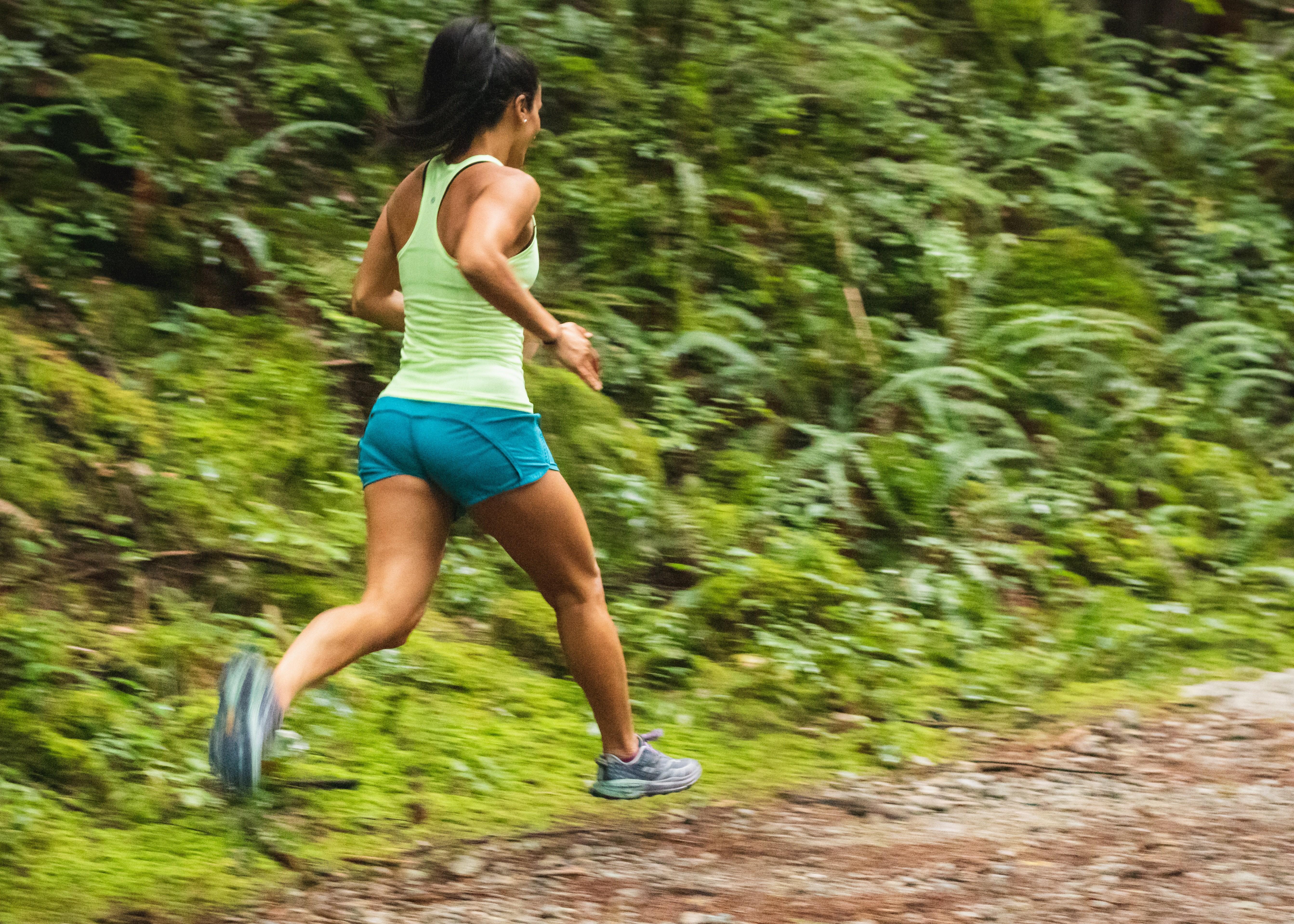 Incluir exercícios físicos intensos na rotina pode aumentar longevidade (Foto: Greg Rosenke/Unsplash)
