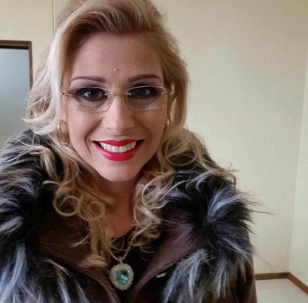 Renata Delta, de 45 anos, foi encontrada morta no quarto, em sua residência. Ela era médica e atendia em dois postos da rede municipal de Três de Maio (Foto: Arquivo Pessoal )