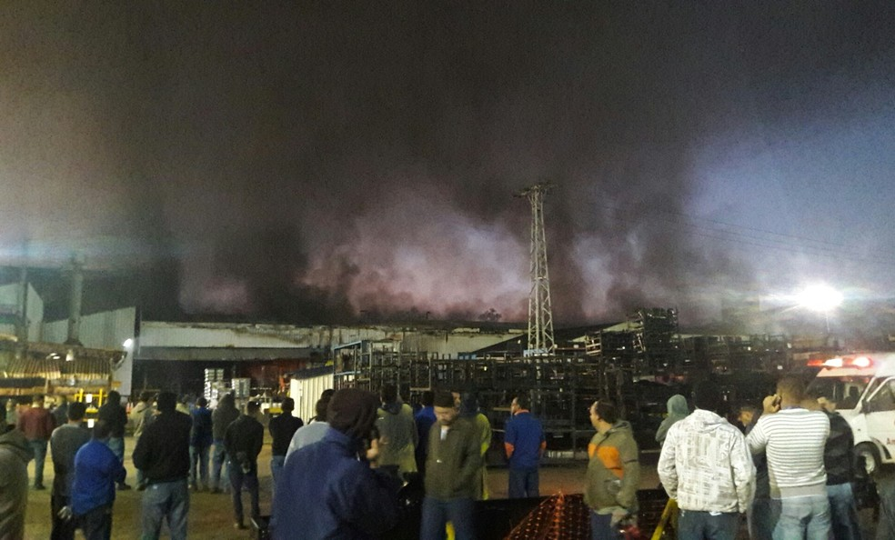 Galpão pega fogo na fábrica da Maxion em Cruzeiro (Foto: Arquivo Pessoal)