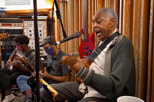 Gilberto Gil grava trilha de 'Amor e sorte' (Foto: Divulgação/Globo)